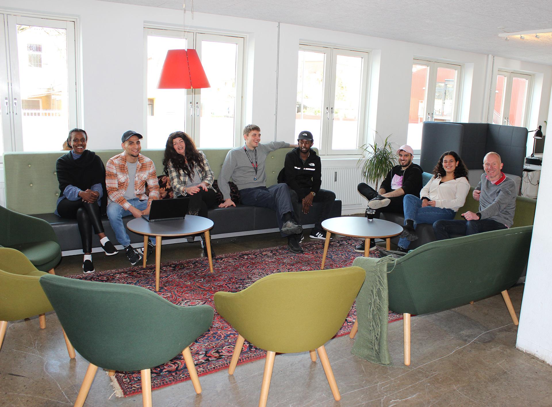 Hellebros værested i Valby for unge hjemløse har fået en opgradering med nye møbler i fælleslokalerne.